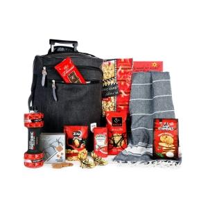 Jongeren kerstpakketten vol met lekkernijen en leuke non-food items