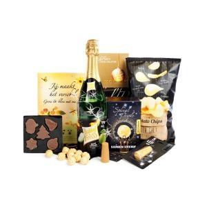 Kerstpakket voorzien van een chocolade en kaas fondue