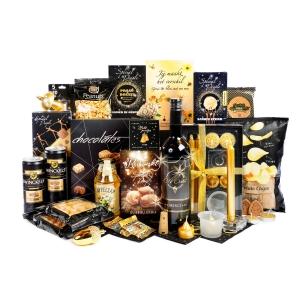Assortiment gouden kerstpakketten en geschenken