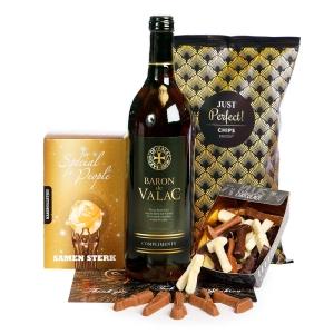 Een lentepakket gevuld met heerlijke wijn en chocolade