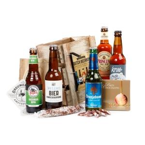 Een thuiswerkgeschenk bestellen met daarin bier en borrelnootjes